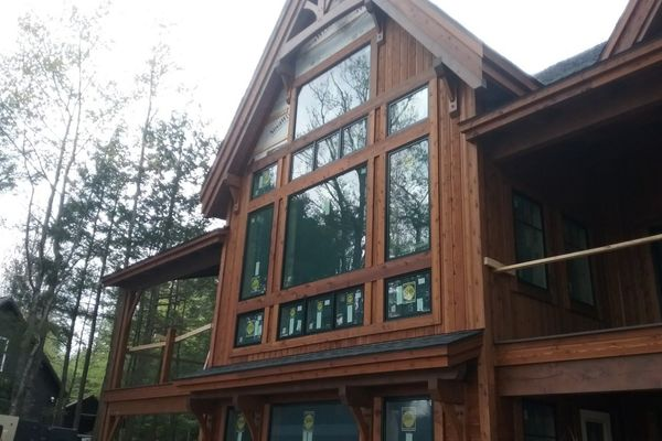 Meredith-Bay-New-Hampshire-Canadian-Timberframes-Construction-Great-Room-windows