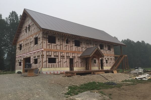 Pemberton-Timber-Frame-Barn-Canadian-Timberframes-Construction-Outer-Shell