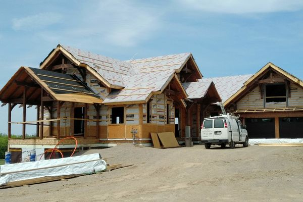Butternut-Lodge-Clarksburg-Construction-Canadian-Timberframes-Ontario-Front-Exterior
