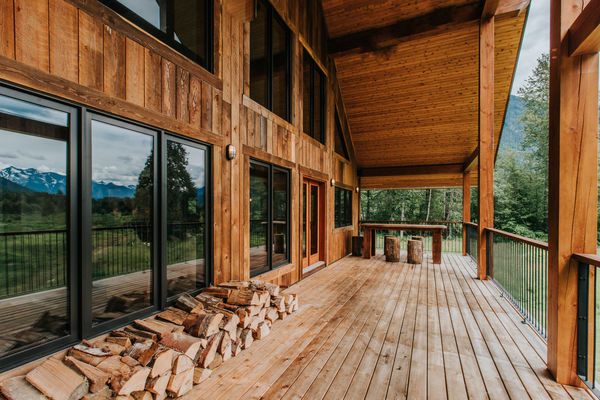 Pemberton-Timber-Frame-Barn-Canadian-Timberframes-Covered-Deck