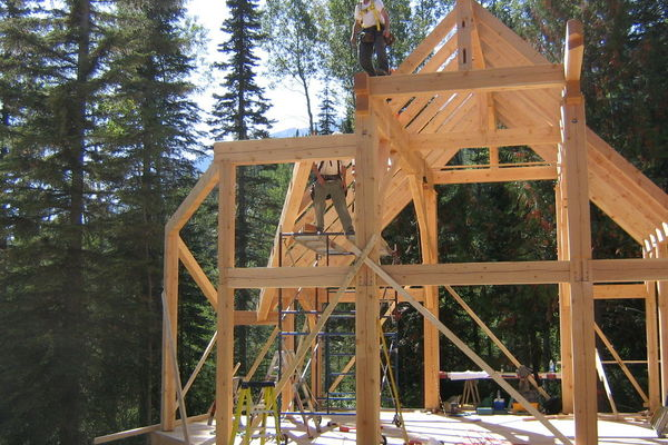 Moonraker-British-Columbia-Canadian-Timberframes-Construction-Raising-Timber