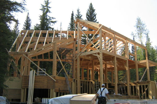 Moonraker-British-Columbia-Canadian-Timberframes-Construction-Timber-Frame-Raisng