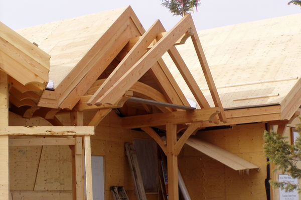 Purcell-Peaks-Invermere-BC-Canadian-Timberframes-Construction-Entry-Truss