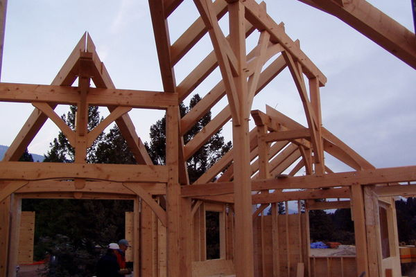 Purcell-Peaks-Invermere-BC-Canadian-Timberframes-Construction-Timber-Raising